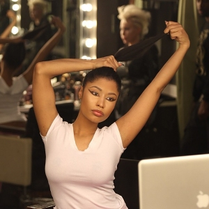 Nicki-Minaj-shows-off-real-hair-on-Instagram-4