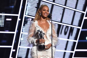 2016 MTV Video Music Awards - Show