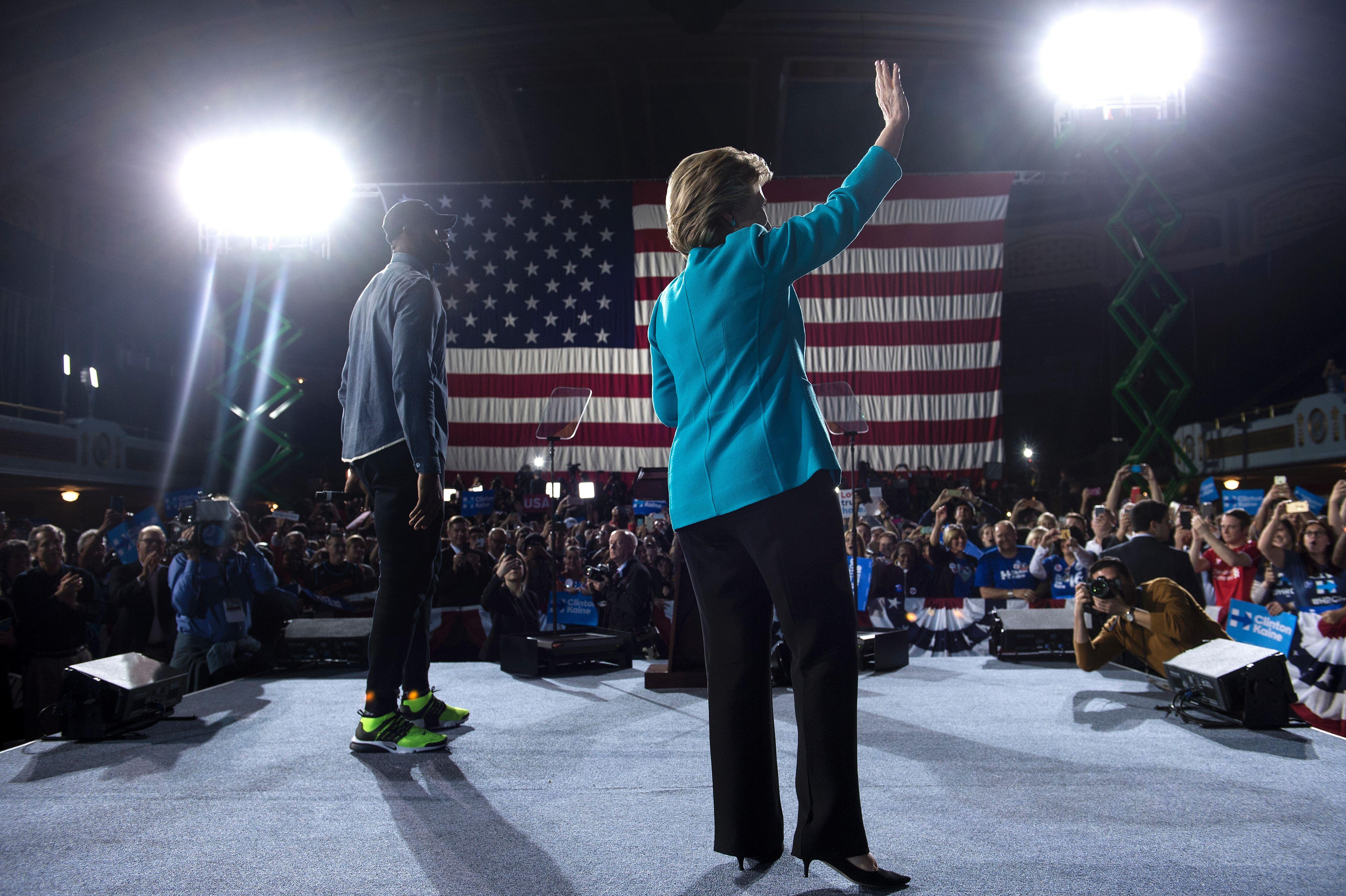 US-VOTE-DEMOCRATS-CLINTON