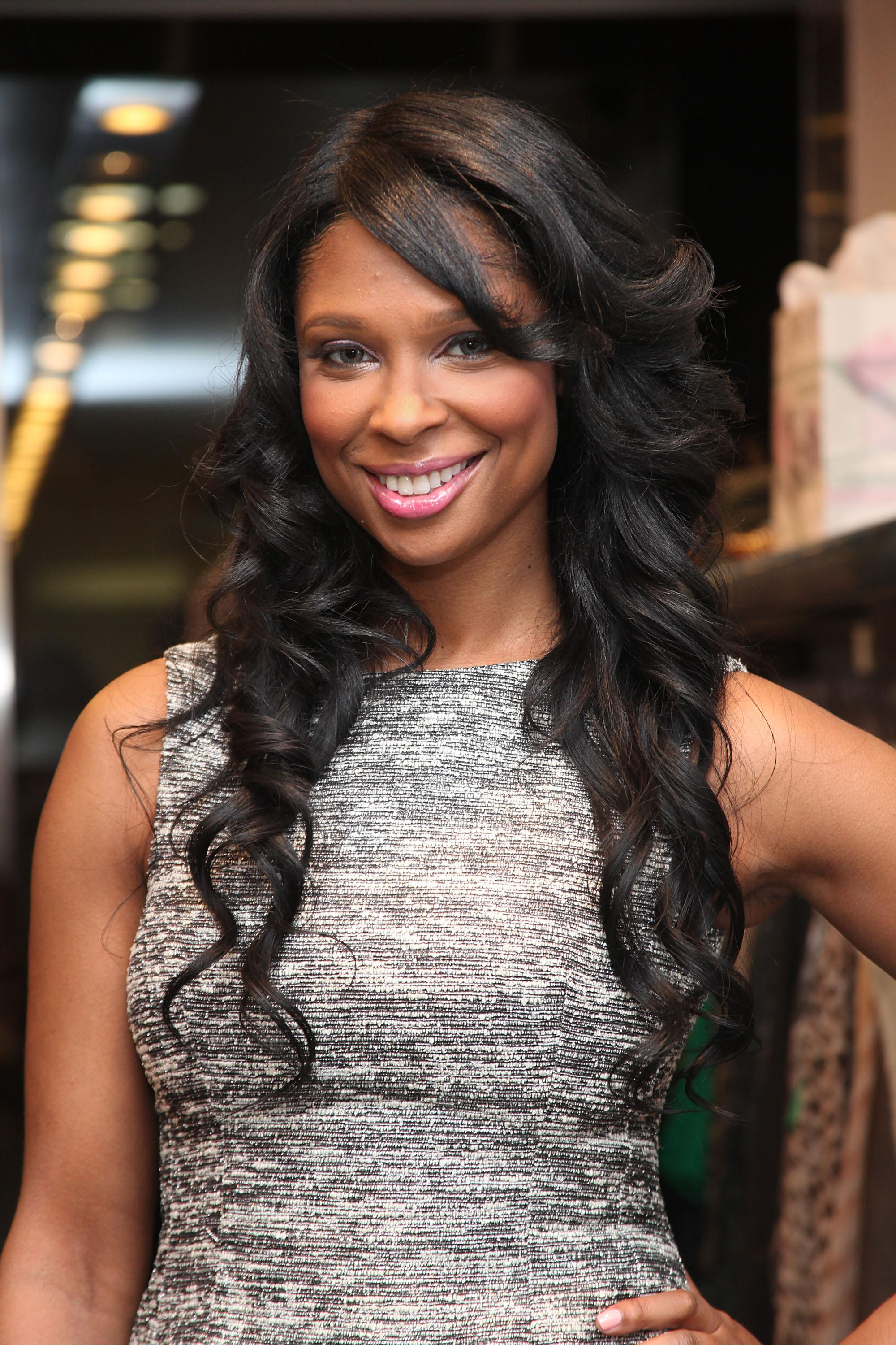 Jennifer Williams Hosts LUCID Lipgloss Shopping Event