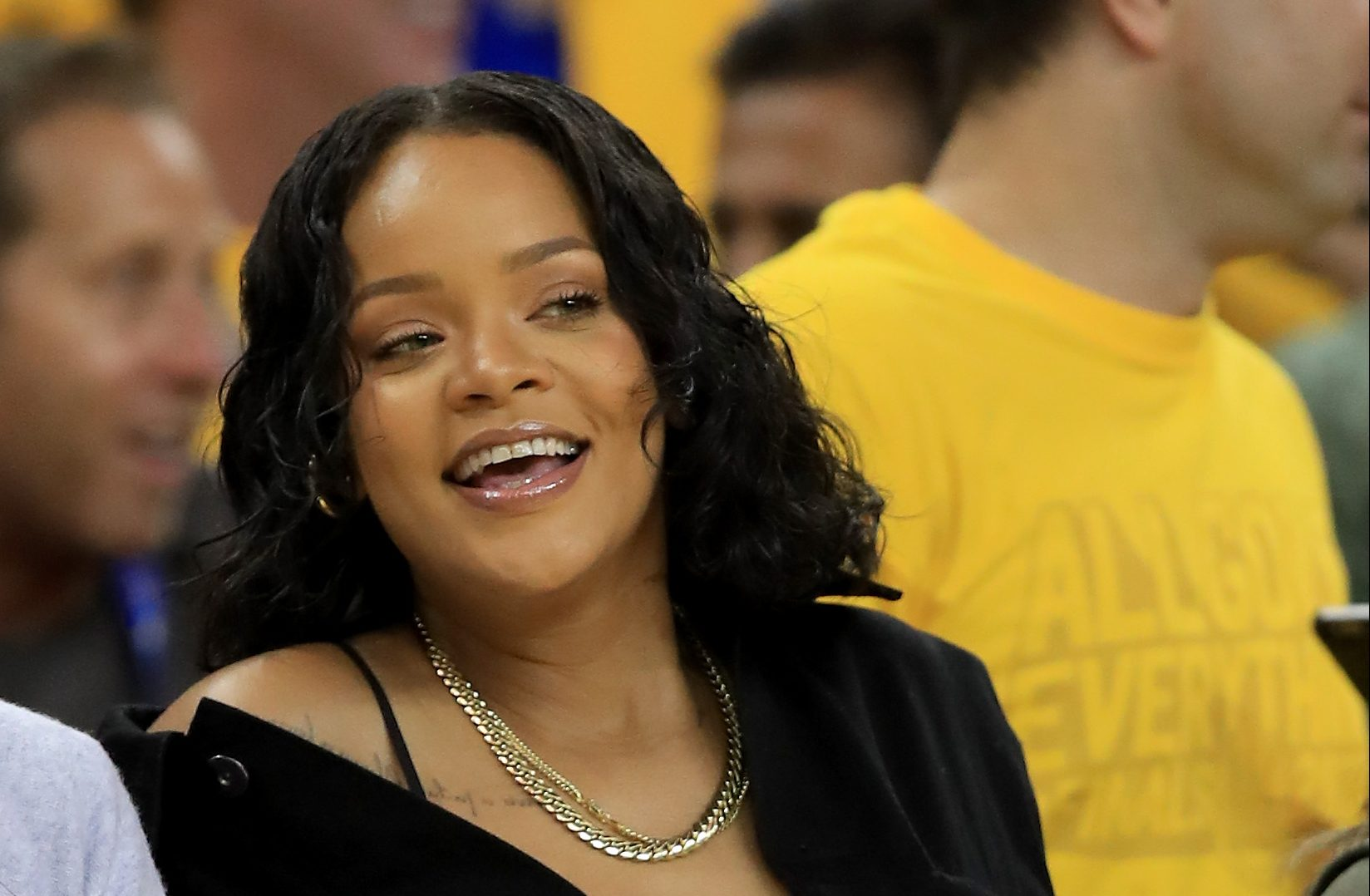 SPOTTED: Rihanna Bows Down To King James & Heckles Golden State [Video] | Z 107.9