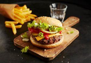 A cheeseburger and chips